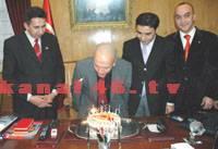 Gazetecilerden Vali Atış'a doğum günü sürprizi