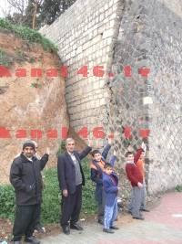 Ş. Yusuf Çavuş'un duvarı tehlike saçıyor!