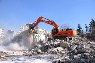 Belediye binası yıkıldı