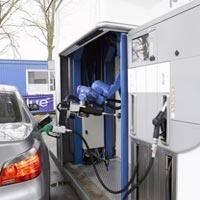 Benzin dolduran robot
