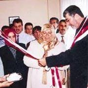 İşte AKP'li vekilin uğruna yuvasını yıktığı kadın!
