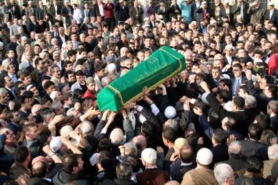 Gazeteci Yıkan'ın halası toprağa verildi