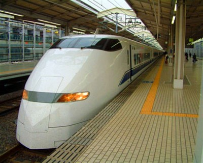 Üzerinden hızlı tren geçti uyanmadı!