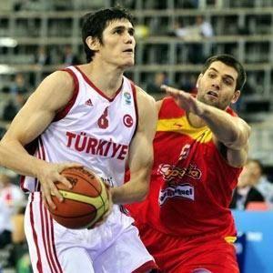 Sırplara basketbol dersi verdik: 69-64..
