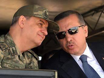 AK Parti'den askere protokol ayarı