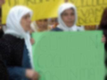 Okuması olmayan kadına 7 yıl 'pankart' cezası!
