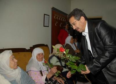 Umre'deki Poyraz, Yaşlılar Haftası'nı unutmadı