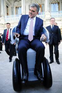 Cumhurbaşkanı Gül, elektrikli aracı sevdi!...
