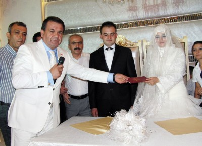 Eryılmazların düğünü hayli görkemli oldu'