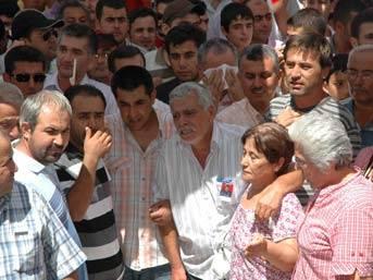 Başbakan Erdoğan'ın çelengini parçaladı!...