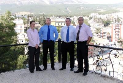 İngiliz polisler Elbistan'da 'Cemevi' gezdi'