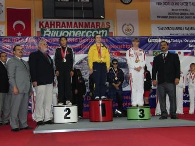 97.5 kiloda Türkiye'ye altın madalya getirdi..