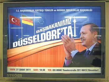 'Başbakan Erdoğan' afişi Almanlar'ı kızdırdı!..