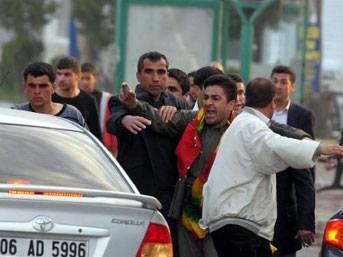 ŞOK: BDP'li vekil polisle çatıştı!
