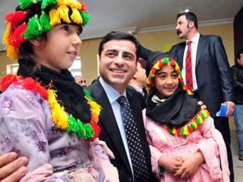 BDP'li Demirtaş'tan tartışma çıkartacak adım!