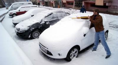 Yağışlı havanın etkisi altında bulunan Erzurum'a kar yağdı!