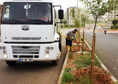 Park ve Bahçeler'in sulama çalışmaları başladı'