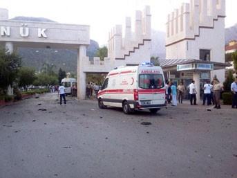 Jandarma Karakolu önünde canlı bomba patladı!