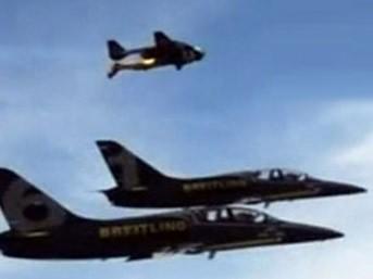 Savaş uçaklarına kafa tutuyor!..
