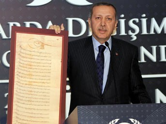 Erdoğan: 'Sarkozy bilmiyorsa babasına sorsun'