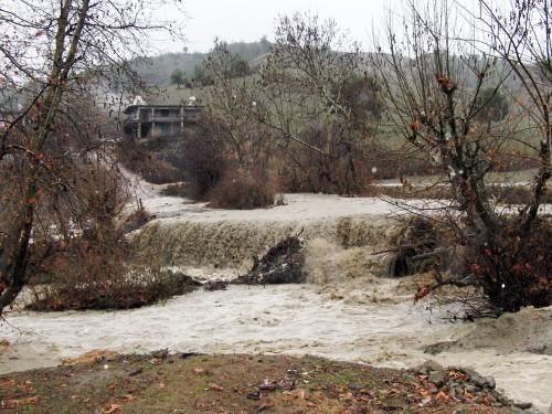 Kar yağışı nedeniyle 76 köy yolu ulaşıma kapandı…
