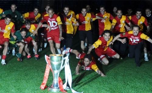 Şampiyon G.Saray Saracoğlu'nda kupayı kaldırdı!