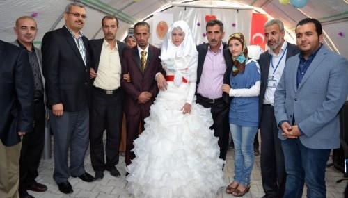 Çadır Kent'te düğün sevinci yaşandı…