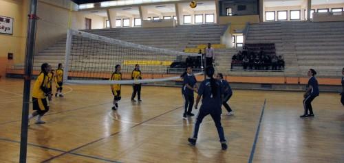 Genç kızlar voleybol turnuvası başladı…