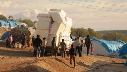 İHH'dan Suriyelilere battaniye, yatak, soba ve bebek malzemeleri..