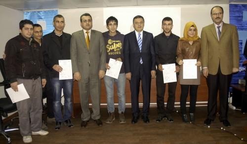Meslek kurslarına katılan kursiyerlere sertifika…
