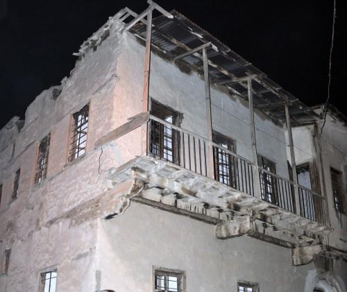 Kerpiç evin tavanı çöktü…