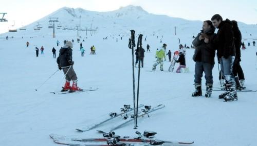 Erciyes'te kar kalınlığı 185 santimetreye yükseldi..