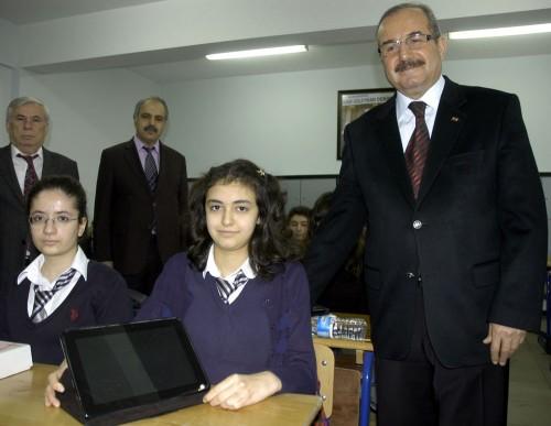 Fatih Projesi kapsamında 250 tablet dağıtıldı...