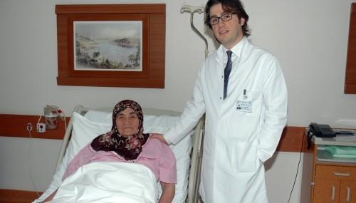 Yumurtalığından 3,5 kilogram tümör çıkarıldı..
