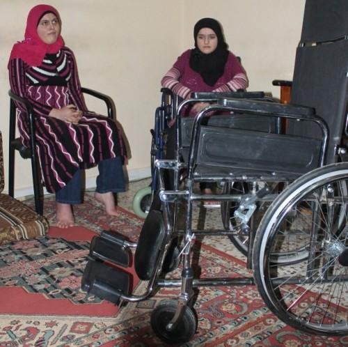 Suriyeli engelli çocuğa Tayyar yardım etti..