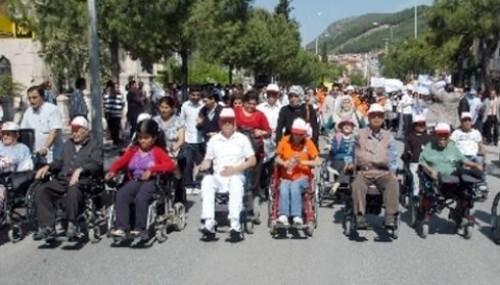 Şahin: Toplumla yaşam engellilerin hakkı..