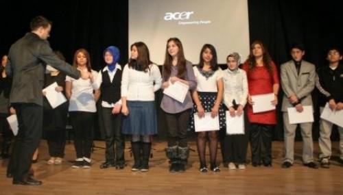 Liseler arası şiir okuma yarışması..