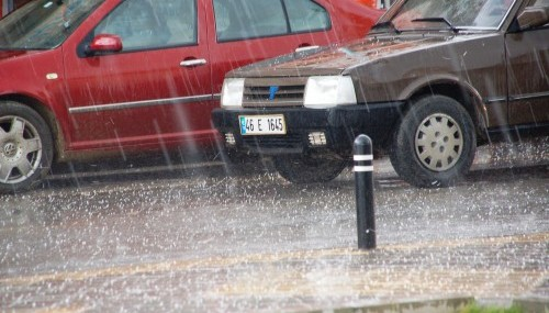 Dolu yağışı hayatı felç etti..