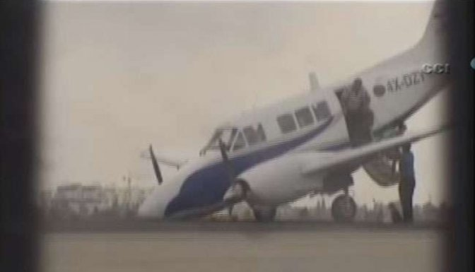 Uçak burnu üzerine iniş yaptı - VİDEO