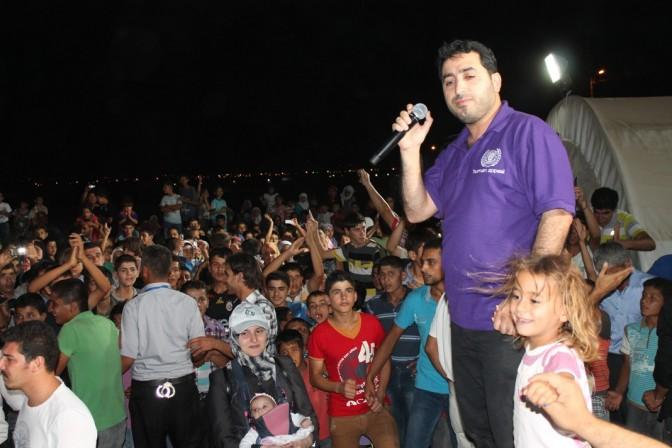 Suriyeli sanatçı çadırkentte konser verdi
