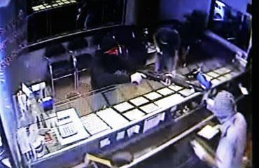 Kanlı soygun anı kamerada