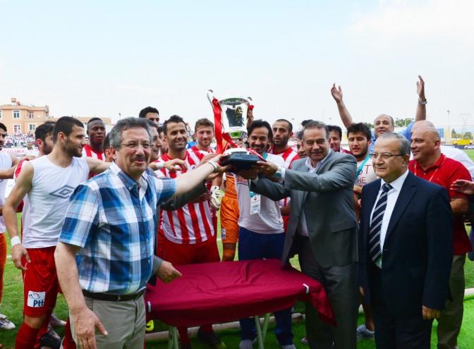 FV Kahramanmaraşspor kupasını aldı