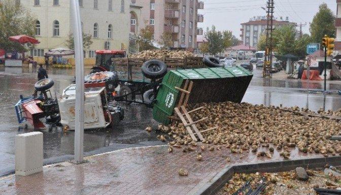 Pancar Yüklü Traktör Devrildi: 1 Yaralı