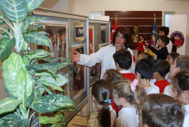 'Fotoğraflarla yaşayan Atatürk' sergisi açıldı