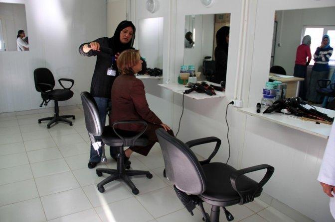 Suriyeli kadınlara kuaförlük kursu