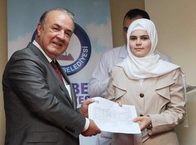 Suriyeli öğrencilerin diploma sevinci