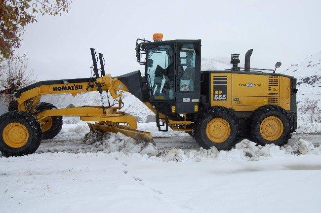 Adıyaman'da kar 47 köy yolunu kapattı