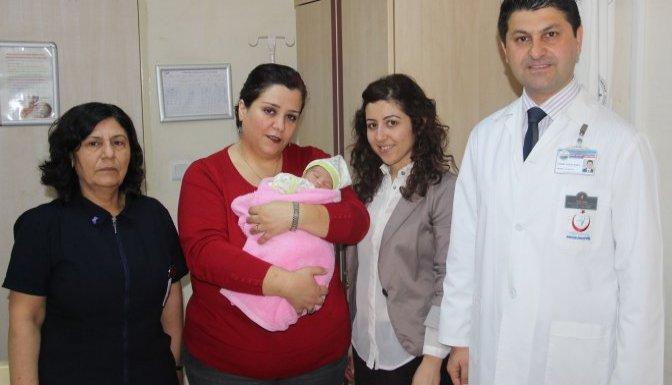Yeni doğan bebek, cami avlusuna bırakıldı
