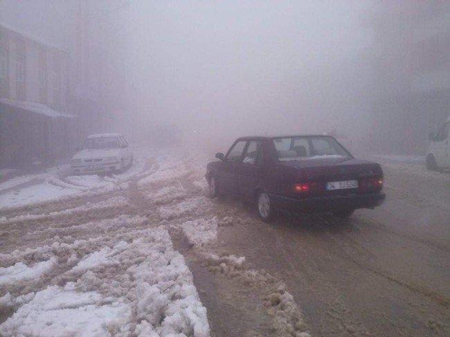 Kar yağışı 13 köy yolunu kapattı