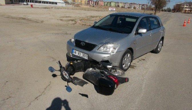 Otomobil elektrikli bisiklete çarptı: 1 Yaralı